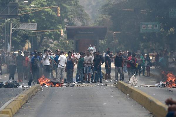 Cacerolazos y protestas espontáneas por apagones en Venezuela