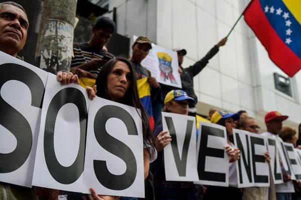 Barclays y Nomura ven cada vez más frágil la gobernabilidad en Venezuela