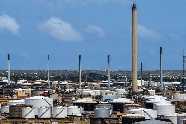 Detenciones por corrupción complican elección de sustituto de Pdvsa en refinería de Curazao