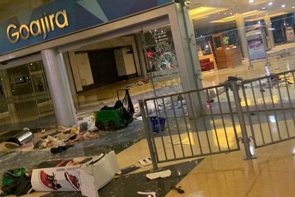 Saqueadas 150 tiendas del Sambil de Maracaibo