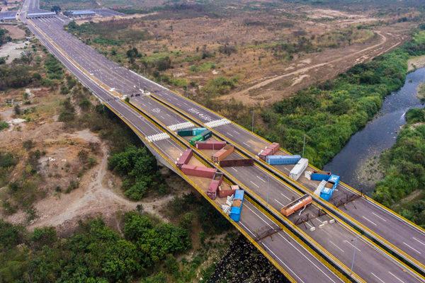 Gobierno venezolano refuerza bloqueo de puente Tienditas en frontera con Colombia