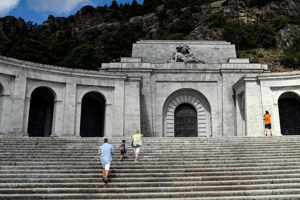 Franco será exhumado de su mausoleo el 10 de junio