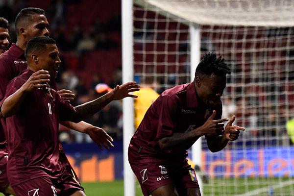 Venezuela le gana 3-1 a Argentina en el regreso de Messi