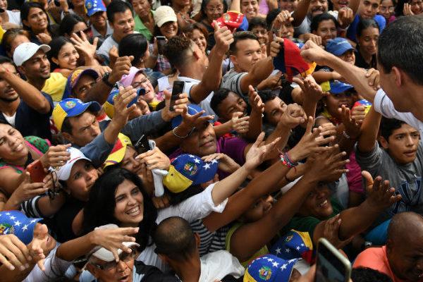 Maduro y Guaidó miden fuerzas antes de manifestaciones del 1° de mayo