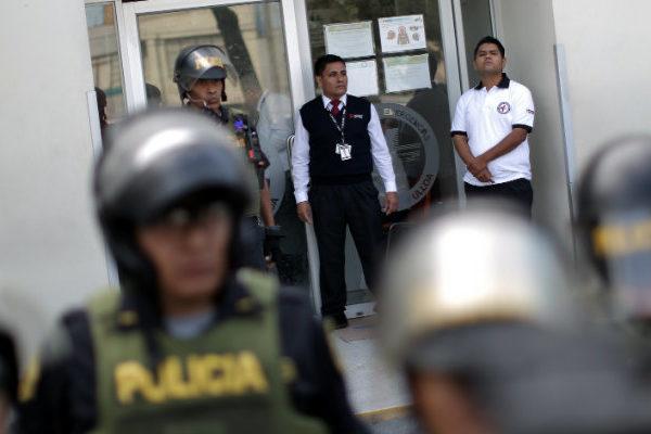 Casi la mitad de los efectivos policiales de Perú contrajeron Covid-19