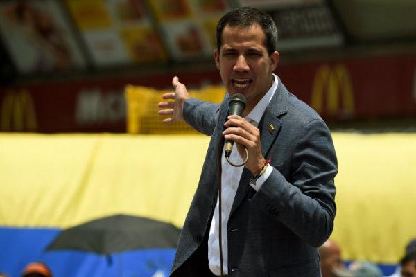 Guaidó pide más acciones a una UE que le reitera su «firme apoyo»