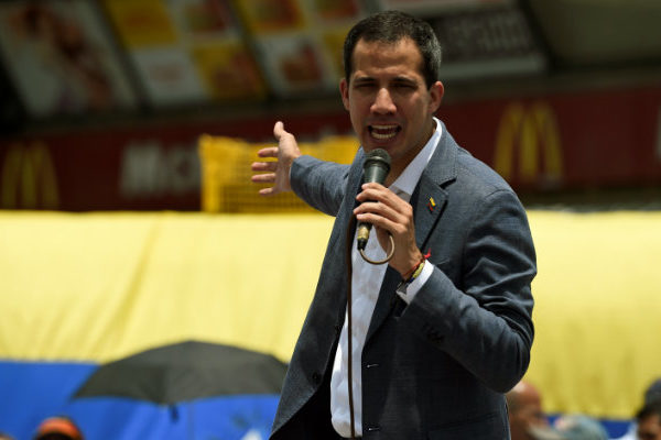 Guaidó llama a mantener protestas el miércoles