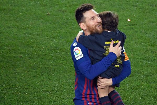 Un gol de Messi ofrece al Barcelona su 26º título de Liga