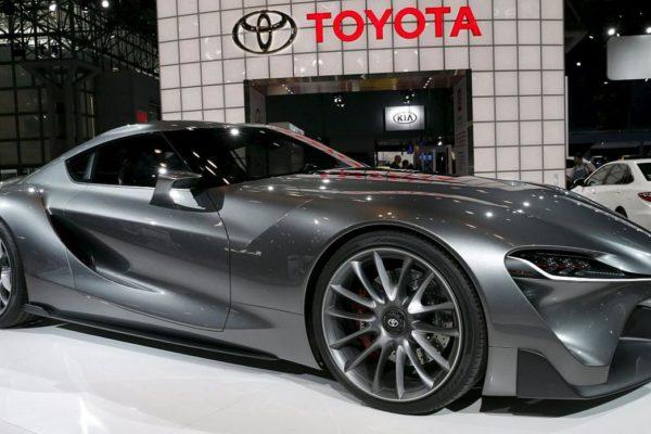 Automóviles de lujo para jóvenes millonarios se exhiben en Nueva York