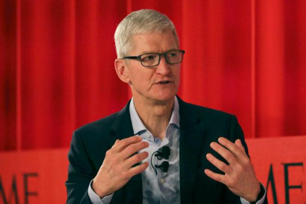 Tim Cook se convierte en multimillonario con subida de acciones de Apple a los US$2 billones