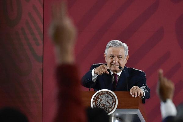 López Obrador anuncia que no detendrá migrantes en la frontera con EEUU