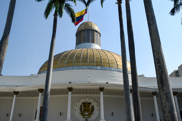 AN declara nulos contratos mineros firmados por Maduro