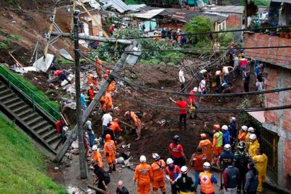 Al menos 14 personas muertas por derrumbe en Colombia