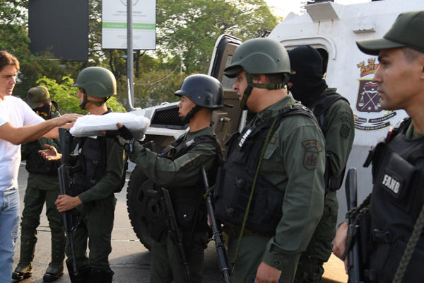 Militar en rebelión contra Maduro: «Somos pueblo y estamos cansados»