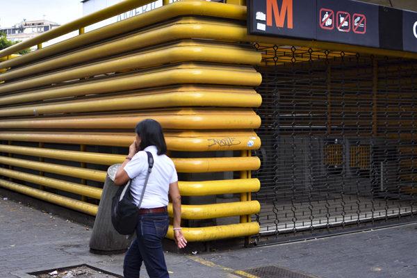 Caracas, la capital que aún puede escapar a medias de la crisis nacional