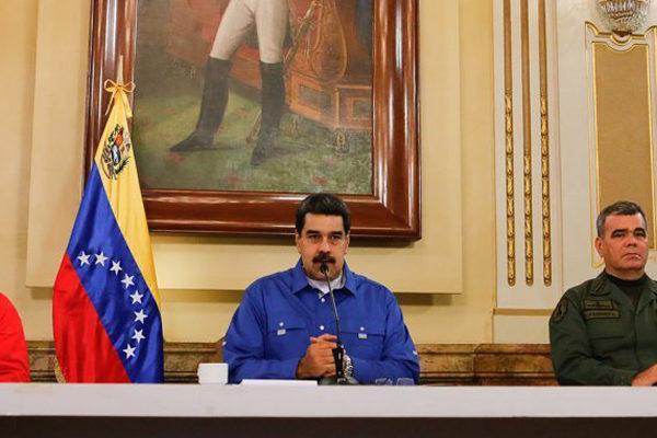 Maduro reaparece en TV y proclama derrota de