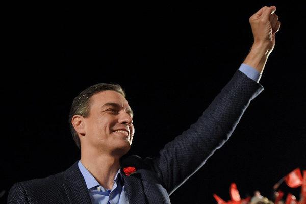 Socialista Pedro Sánchez gana con menos votos mientras ultraderecha se dispara en España