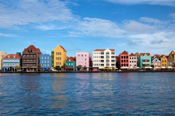 Aruba mantendrá cerrada su frontera con Venezuela por 30 días más