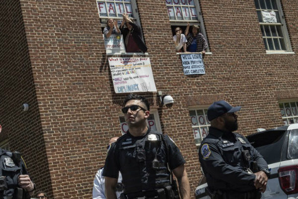 Cesa la toma de la embajada de Venezuela en Washington