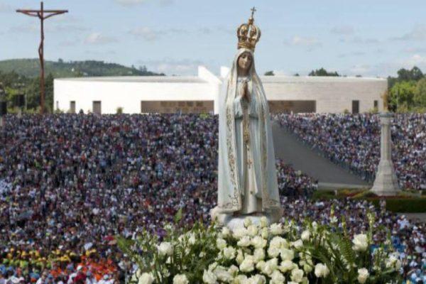 Miles de fieles acuden a Fátima en nueva peregrinación internacional