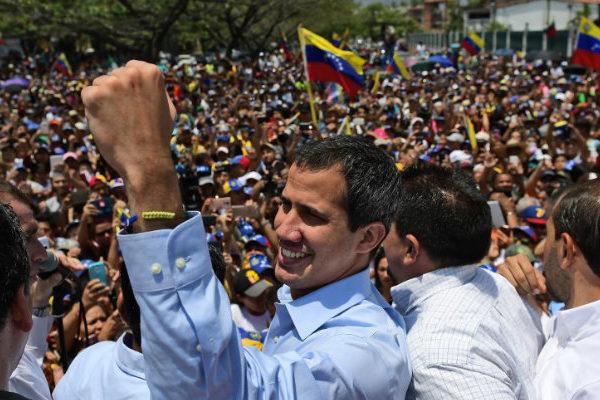 Guaidó rechazó actos xenófobos contra venezolanos en Perú