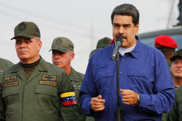 Maduro dice que ha detenido militares por apoyar supuesto complot de EE.UU