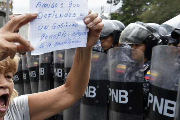 «Los necesitamos», opositores venezolanos claman apoyo a militares