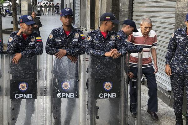 Oposición denuncia que militares bloquean entrada al Palacio Federal Legislativo