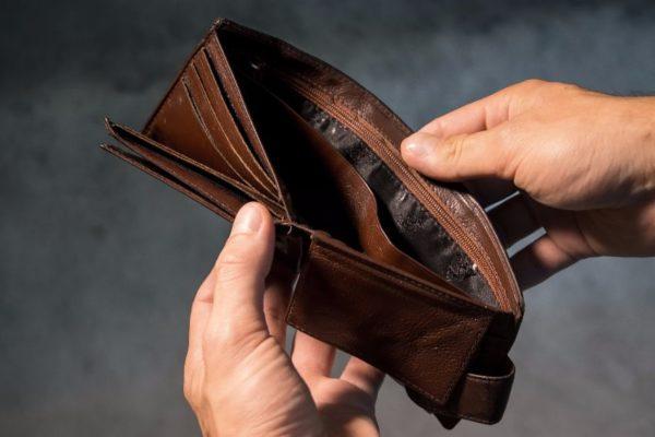El salario subrepticio se devaluó a US$1,80 y el dólar oficial cerró disparado a Bs.666.713,21