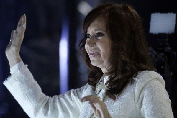 Cristina Kirchner lanza su libro de memorias y es aclamada en la Feria de Buenos Aires