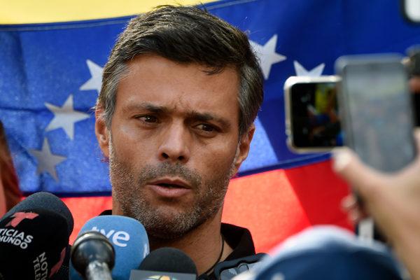 Leopoldo López abandona la embajada española en Caracas
