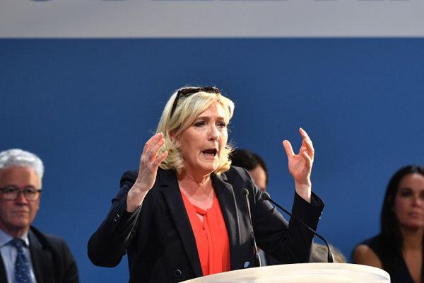 Extrema derecha de Le Pen se impone en elecciones europeas en Francia