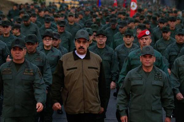 Maduro y militares venezolanos se declaran en ofensiva contra