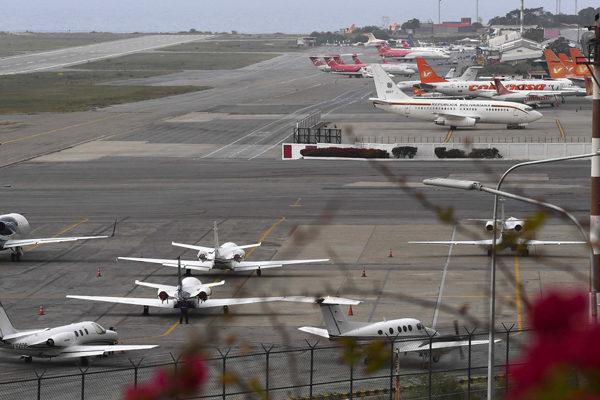 Casa Blanca prohíbe tráfico aéreo entre Venezuela y EEUU