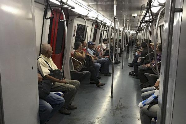 Metro de Caracas sigue operando con acceso controlado