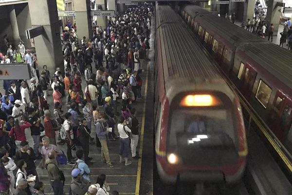 Al final del día   Alarma en el Metro y otras noticias del sábado 17A