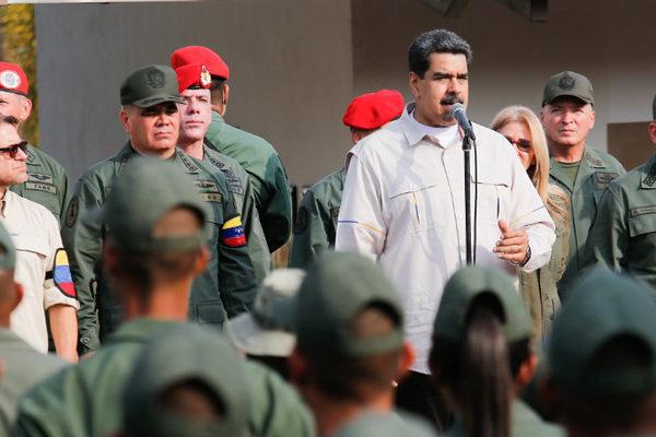 Maduro ordena armar cuerpos de combatientes en Consejos Productivos de Trabajadores