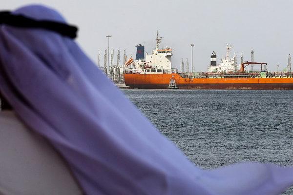 Arabia Saudita plantea modificar recorte de producción de crudo por débil recuperación de demanda