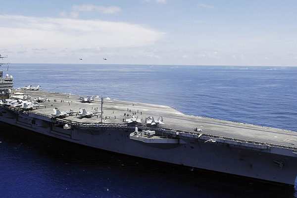 EEUU envía un portaaviones a Medio Oriente en advertencia a Irán