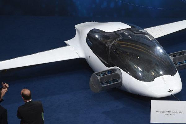 Empresa alemana presenta un prototipo de taxi volador
