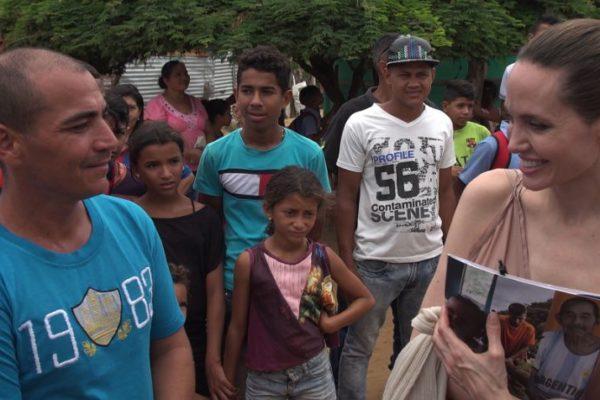 Angelina Jolie pide a Duque regularizar situación migratoria de 20.000 niños venezolanos