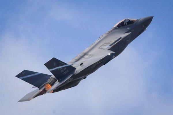 United Technologies y Raytheon negocian fusión para crear gigante aeroespacial y militar