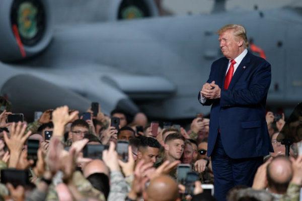 Trump dice que Irán «parece estar reculando» y no se plantea escalar la acción militar