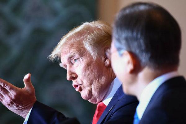 Trump suspende