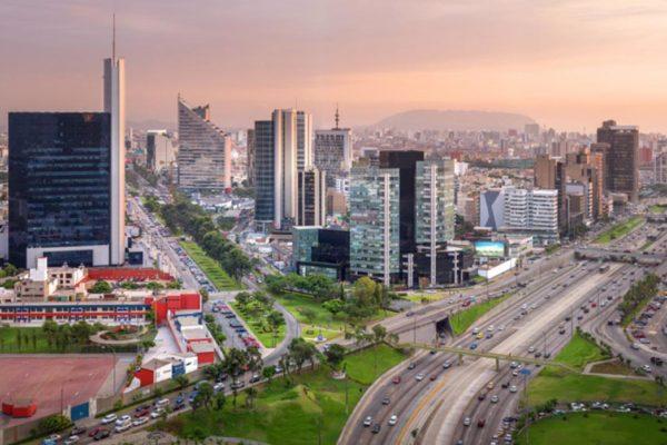 Economía de Perú se frena y crece apenas 0,02% en abril