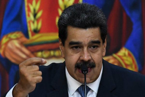 Maduro vuelve a prometer $30 en Petros a empleados públicos que cubren 20% de cesta básica