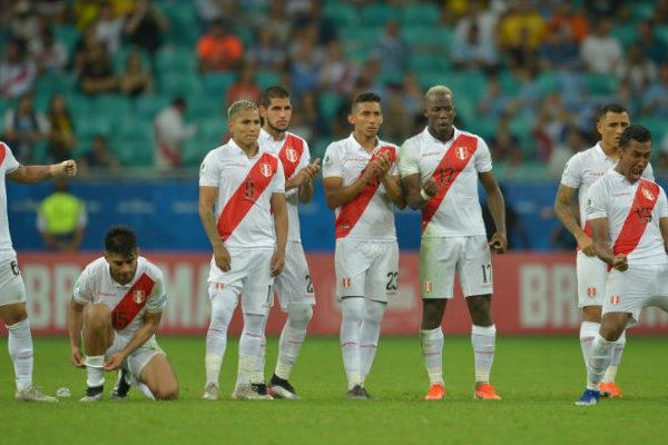 Perú elimina a Uruguay por penales y se cita con Chile en semifinales