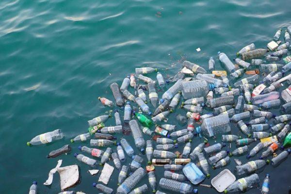 Contaminación con residuos plásticos llega hasta el Ártico y genera alarma internacional