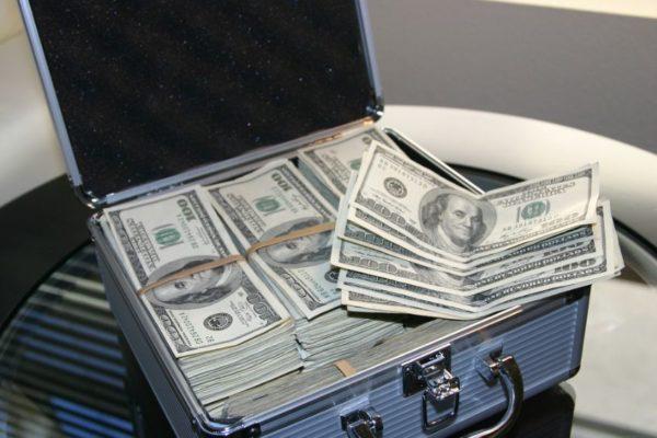 EE.UU: Un hombre inventa empleados con nombres de famosos para estafar por US$2,8 millones