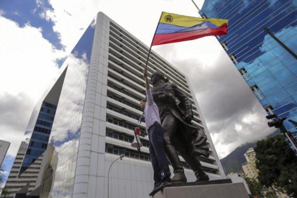 Guiadó no teme al diálogo pero no dejará que «la dictadura gane tiempo»